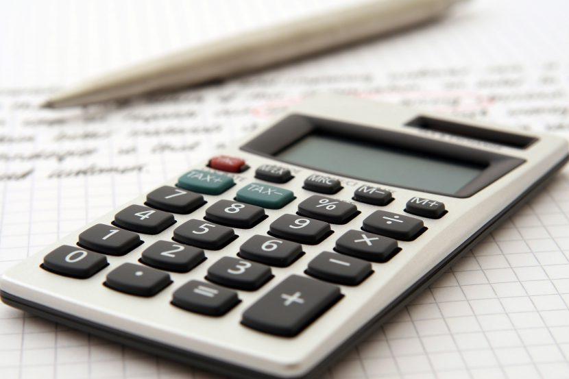 kalkulator, pisak, długopis, kartka, oszczędności