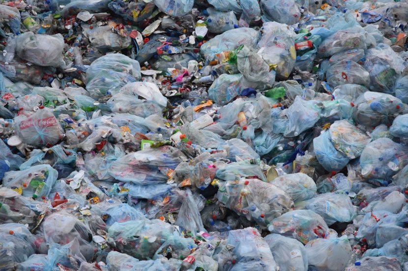 odpady, śmieci, jednorazówki, worki, butelki