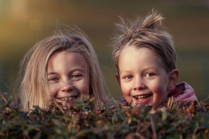 dzieci, natura, łąka, chłopiec, dziewczynka